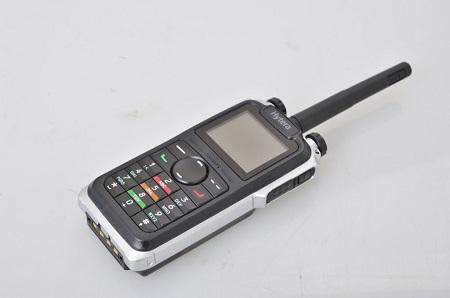 TALKIE WALKIE PORTATIF AVEC GPS ET PTI